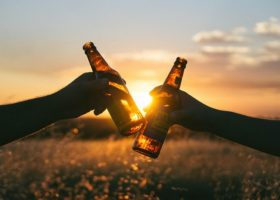 Vriendschap toegestaan tussen werknemer en partner voormalig aandeelhouder
