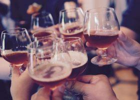 Alcoholgebruik op de werkvloer; sanctioneren of begeleiden?