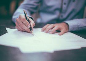 Blokker verzuimde verplichte verbouwing vast te leggen – schadevergoeding franchisenemer