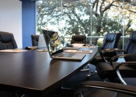 UWV mocht WGA-uitkeringen bij overname eigenrisicodrager niet verhalen op publiek verzekerde werkgever!